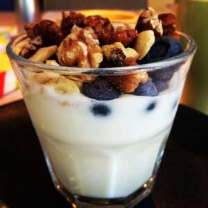 Yogurt con frutas y AOVE