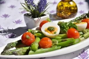 El AOVE es ideal para saltear verduras.