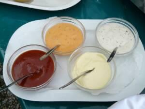 Ocho salsas y vinagretas con AOVE para tus ensaladas de verano
